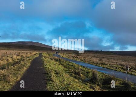 Blick auf Divis und den Schwarzen Berg, National Trust, Belfast, Nordirland - Stockfoto