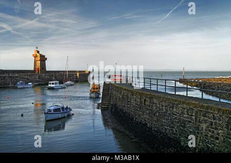 UK, North Devon, Lynmouth Hafen & Rheinische Turm - Stockfoto