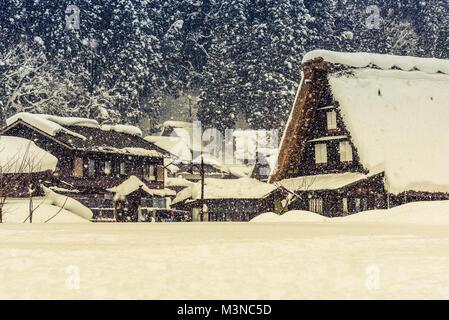 Die World Heritage Village von Shirakawago im Winter, Japan - Stockfoto
