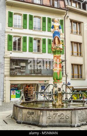 Brunnen der Justiz In Place De La Palaud, Altstadt Lausanne, Schweiz. - Stockfoto