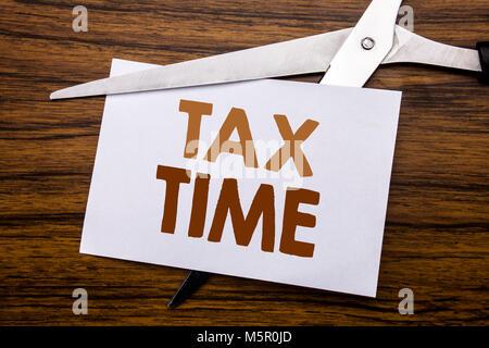 Hand schreiben Bildunterschrift inspiration Übersicht Steuer Zeit. Business Konzept für Steuern Finanzen Erinnerung - Stockfoto