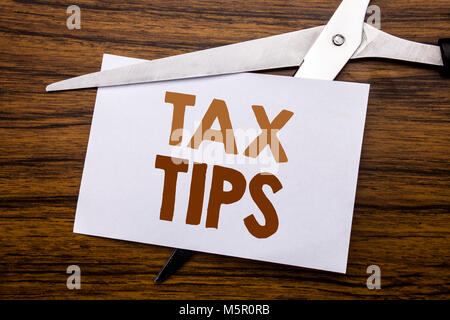 Hand schreiben Bildunterschrift inspiration Übersicht Steuer Tipps. Business Konzept für Tipp Forn Steuern auf die - Stockfoto
