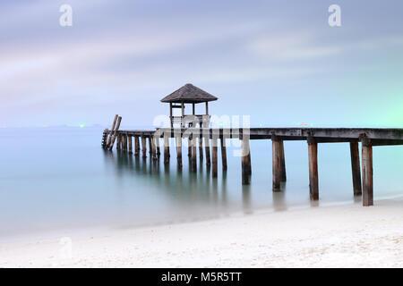 Einsame meer Brücke Insel traurig allein vermisse Dich - Stockfoto