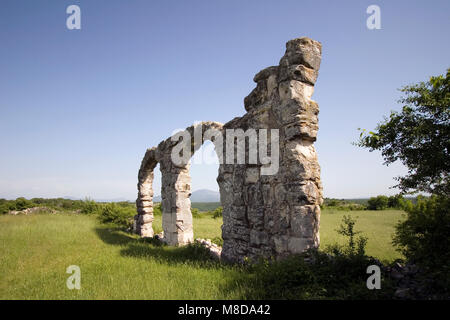 Burnum, eine archäologische Stätte, war eine römische Legion Camp und die Stadt. Es ist 2,5 km nördlich von Kistanje, - Stockfoto