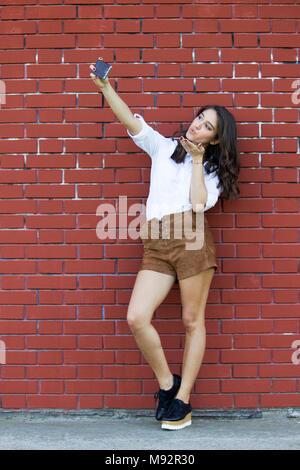 Mädchen küssen selfie - Stockfoto