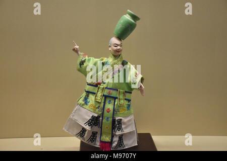 Peking, Peking, China. 23 Mär, 2018. Peking, China-22. März 2018: eine Marionette Ausstellung ist im Nationalmuseum in Peking statt, bei denen exquisite puppen aus holz. Credit: SIPA Asien/ZUMA Draht/Alamy leben Nachrichten - Stockfoto
