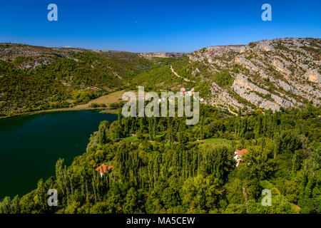 Kroatien, Dalmatien, Region von Sibenik, Krka Nationalpark, Roski Slap, Visovac See, Krka Canyon - Stockfoto