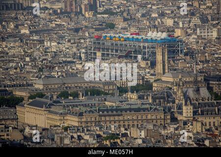 Luftaufnahme von Paris aus der 56. Etage des Tour Montparnasse, 1. Arrondissement, Palais de Justice (Justizpalast), Centre Pompidou - Stockfoto