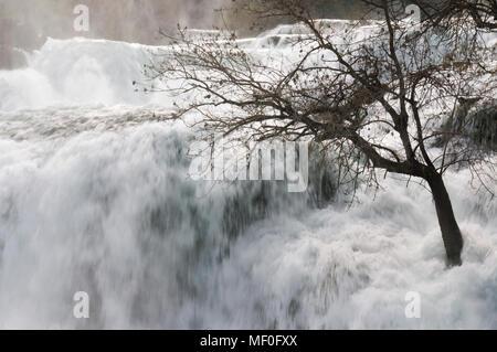 Wunderschöne Krka Wasserfälle Hintergrund - Stockfoto