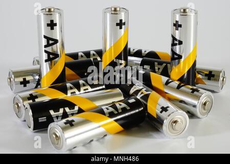 Die Batterien 1,5 V, Netzteil. - Stockfoto
