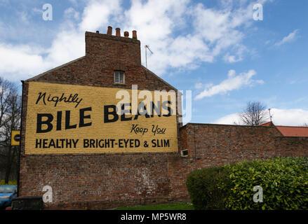Bile Beans Werbung auf der Seite eines Gebäudes in New York gemalt, North Yorkshire, England, UK. - Stockfoto