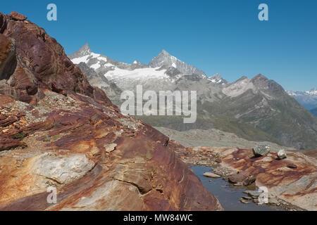 Bergblick auf dem Wanderweg von Trockener Steg zum Schwarzsee, in den Schweizer Alpen, Montag, 22. August 2016, in der Nähe von Zermatt, Schweiz. - Stockfoto