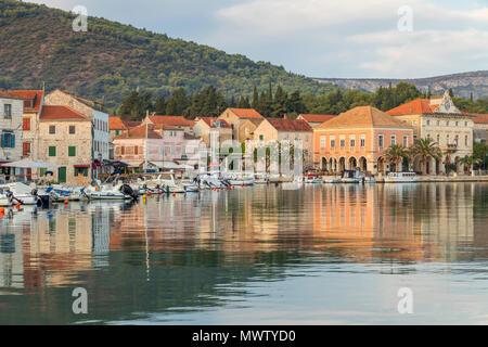 Blick auf die Altstadt von Stari Grad auf der Insel Hvar, Kroatien, Europa - Stockfoto