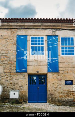 Fassade Eingang des Jüdischen Museums Belmonte, Museu Judaico de Belmonte, eröffnet im Jahr 2005 - Stockfoto