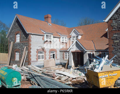 Anzeigen von stabilen Block unter dem Wiederaufbau, kurz vor der Fertigstellung nach der Restaurierung und Umbau Einfamilienhaus zu bilden. - Stockfoto