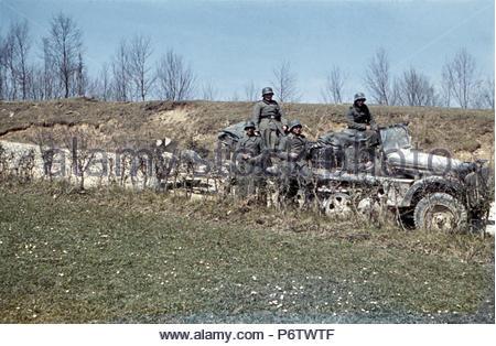 Wehrmachtssoldaten einheitliche Pause Kettenfahrzeug crawler Bohushivka Ukraine 1941 37 mm Pak PAK SdKfz 10 leichter ZugKraftwagen 14 14 Panzer Division Division - Stockfoto