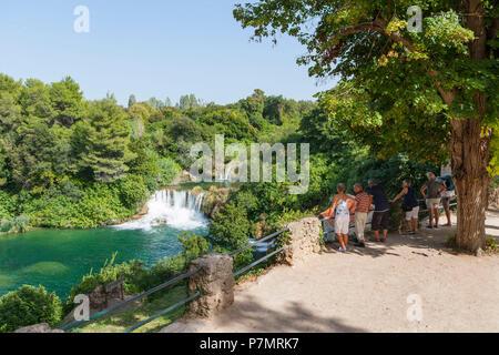 Kroatien, Dalmatien, Mitteldalmatien, Krka Nationalpark, Sibenik, Naturschutzgebiet, Cascades, Aussichtspunkt, Touristen, - Stockfoto