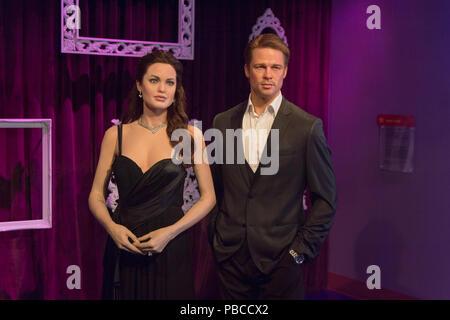LOS ANGELES, USA - 28.September 2015: Brad Pitt und Angelina Jolie in Madame Tussauds Hollywood Wax Museum. Marie Tussaud wurde als Marie Grosholtz in 17 geboren - Stockfoto