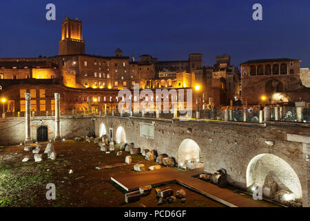 Die Trajans Märkte, Torre delle Milizie Turm, das Forum Romanum (Foro di Trajano), UNESCO-Weltkulturerbe, Rom, Latium, Italien, Europa - Stockfoto