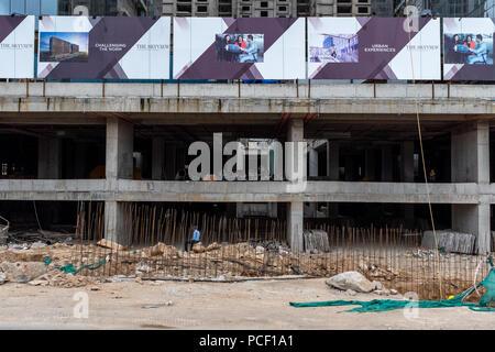 Ein modernes Gebäude im Bau in Hyderabad, Indien. - Stockfoto