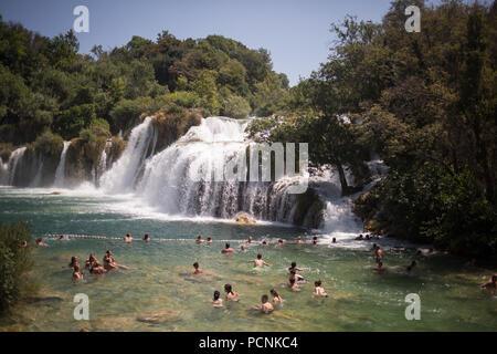 Krka Wasserfälle im Krka Nationalpark, in der Nähe von Split, Kroatien, am 24. Juli 2018. - Stockfoto