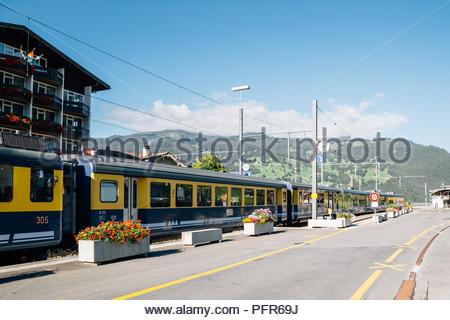 Grindelwald, Schweiz - 22. August 2016: Bahnhof Grindelwald mit Berg - Stockfoto
