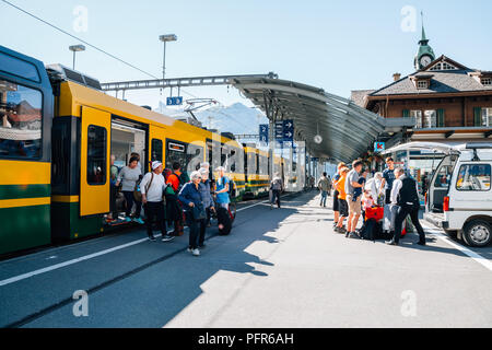 Schweiz - 22. August 2016: Bahnhof Wengen Plattform - Stockfoto