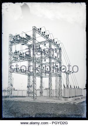 Frühe elektrische Hochspannung Energieverteilung auf Glasplatte Frankreich ca. 1930er Jahre - Stockfoto