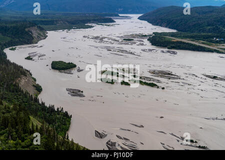 Blick auf den Chitina River in Alaska's Wrangell-St. Elias National Park. . Luftaufnahmen anzeigen - Stockfoto
