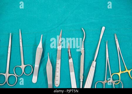 Chirurgische Instrumente im Op - Stockfoto