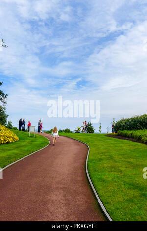 Langen gewundenen Pfad, amerikanischen Friedhof, Omaha Beach, Normandie, Frankreich Weg des Lebens, Reise, entlang bewegen - Stockfoto