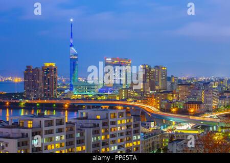 Hakata Stadtbild Skyline bei Nacht in Fukuoka, Japan. - Stockfoto