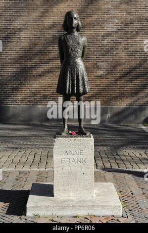 Anne Frank (1929-1945). Jüdischen Opfer des Holocaust.  Die Statue. Utrecht, Niederlande. - Stockfoto
