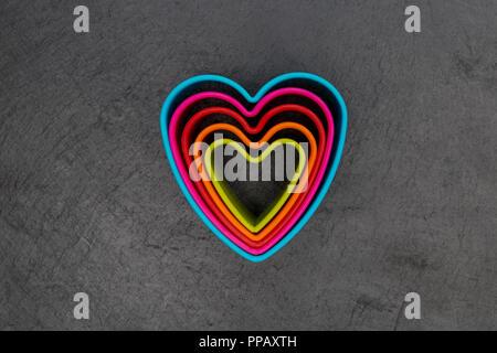 08/15 Liebe Herz Form auf dunklem Hintergrund - Stockfoto