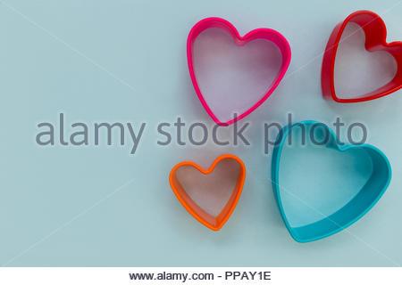 08/15 Liebe Herz Form auf blauem Hintergrund - Stockfoto