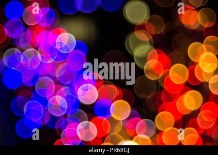 Bokeh - Abstraktion: Cluster von bunte Lichter in der Dunkelheit - Stockfoto