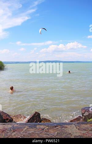 Plattensee Ungarn Sommer 2018 Europa. Sonnigen, heißen Tag in der Nähe von Wasser. - Stockfoto