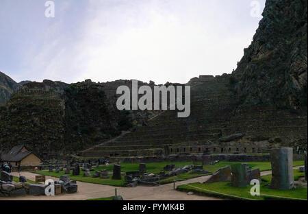 Terrassen von Pumatallis in Ollantaytambo archäologische Stätte in der Provinz Cuzco, Peru - Stockfoto