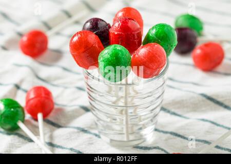 Süße hausgemachte Sugar Sucker Candy auf einem Stick - Stockfoto