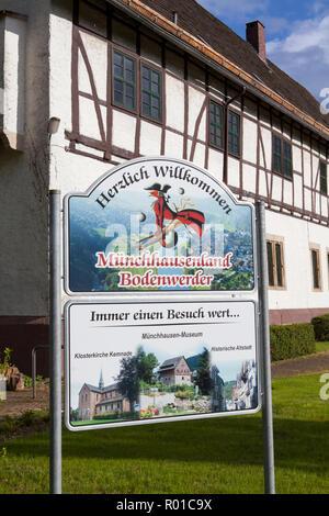 Rathaus, Geburtsort und Wohnort des Baron Münchhausen, Bodenwerder, Weserbergland, Niedersachsen, Deutschland, Europa - Stockfoto