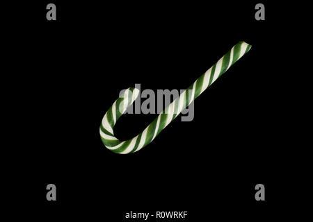 Traditionelle Weihnachten candy auf schwarzem Hintergrund, Foto im Studio. - Stockfoto