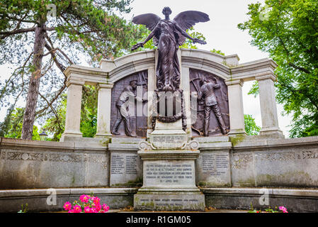 Das Denkmal für die Ingenieure der RMS Titanic. Die bronze und Granit Memorial wurde ursprünglich von Sir Archibald Denny vorgestellt, Präsident der Ins - Stockfoto