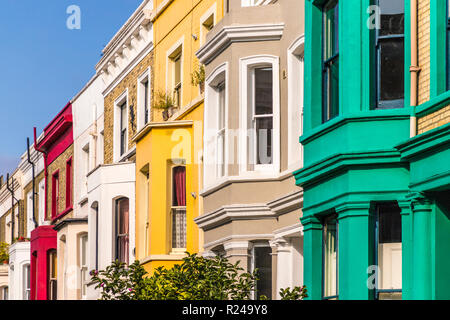 Bunte Häuser in Notting Hill, London, England, Vereinigtes Königreich, Europa - Stockfoto