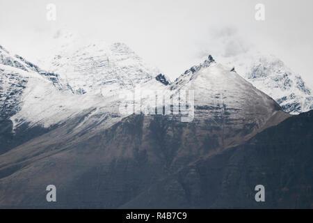 Winterlandschaft in Island an den Nationalpark Vatnajökull. Es war Ende Oktober, als es zu schneien begonnen, bis alles - Stockfoto