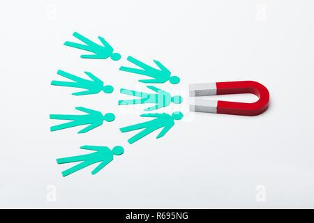 Red Horseshoe Magnet für Papier Ausschneiden - Stockfoto