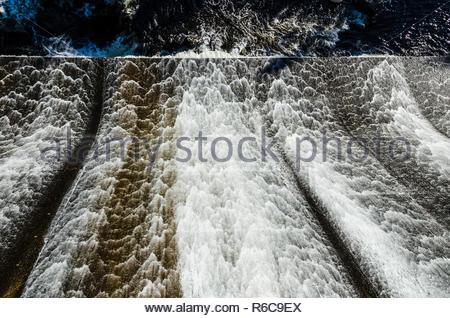 Wasser, ausgegossen Gesicht des Ripogenus Dam von Ripogenus See - Stockfoto