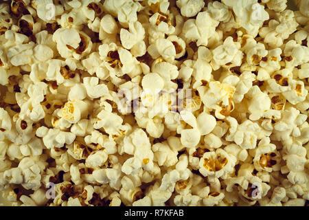 Popcorn gesalzen Weiß bereit. Auf allen Fotos - Stockfoto