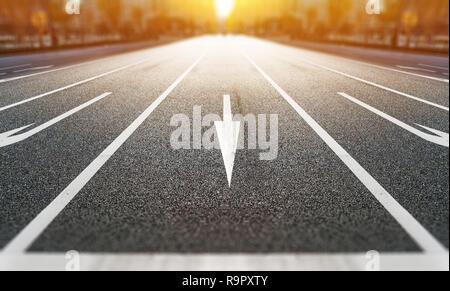 Business- und Designkonzept - Schilder auf der Straße in der modernen Stadt mit Morgensonne mit Tilt Shift, Miniatur, blur Effekt - Stockfoto