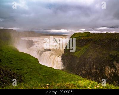 Schönen Wasserfall Dettifoss in Island an einem bewölkten Tag - Stockfoto