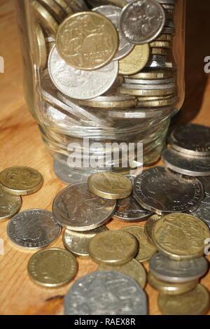 Die Münzen aus Einsparungen jar - Stockfoto